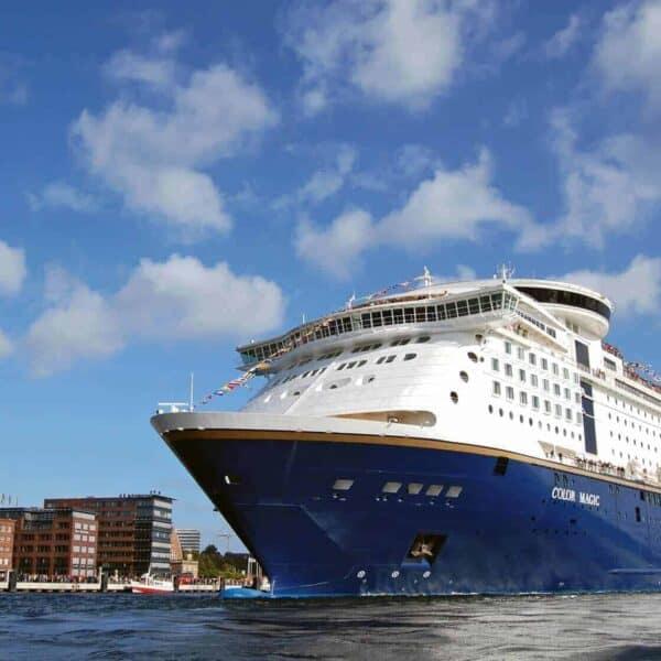 MS Color Magic im Hafen von Kiel